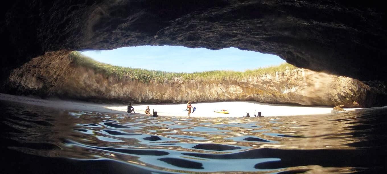 Resultado de imagen para playa oculta islas marietas