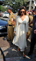 Actress Deepika Padukone Pictures at Siddhivinayak Temple visit in Mumbai 0002.jpg