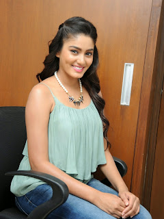 Sana Maqbool in Jeans at Dikkulu Choodaku Ramayya movie press meet (2).jpg