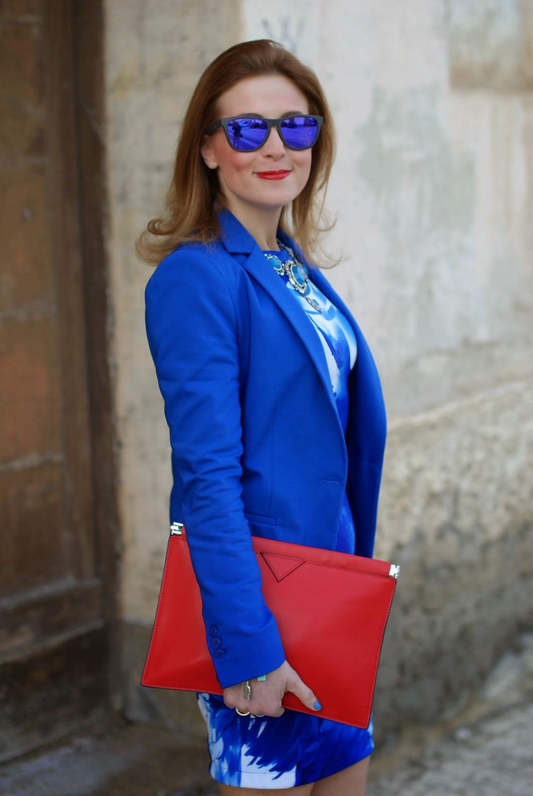 cobalt blue zara blazer, red zara clutch, Oakley blue mirror sunglasses, Fashion and Cookies, fashion blogger