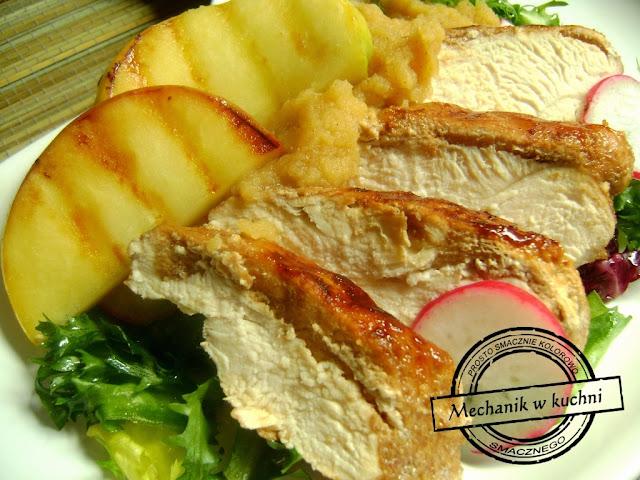 Filet kurczak drób drobiowy chicken grillowane jabłka owoce kurczak z słodkim musem