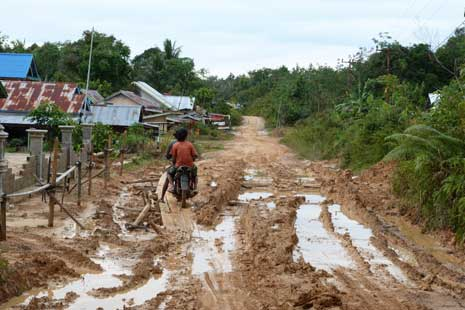 Kondisi Jalan di Perbatasan RI - Malaysia