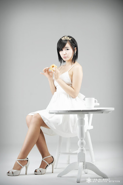 ryu-ji-hye-white-dress-and-tiara-02
