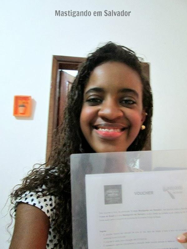 Camila Santos, com o voucher da Sorveteria Frutos do Brasil