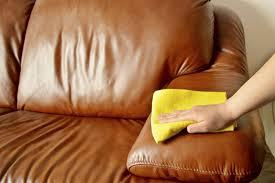 Cómo mantener un sofá de piel