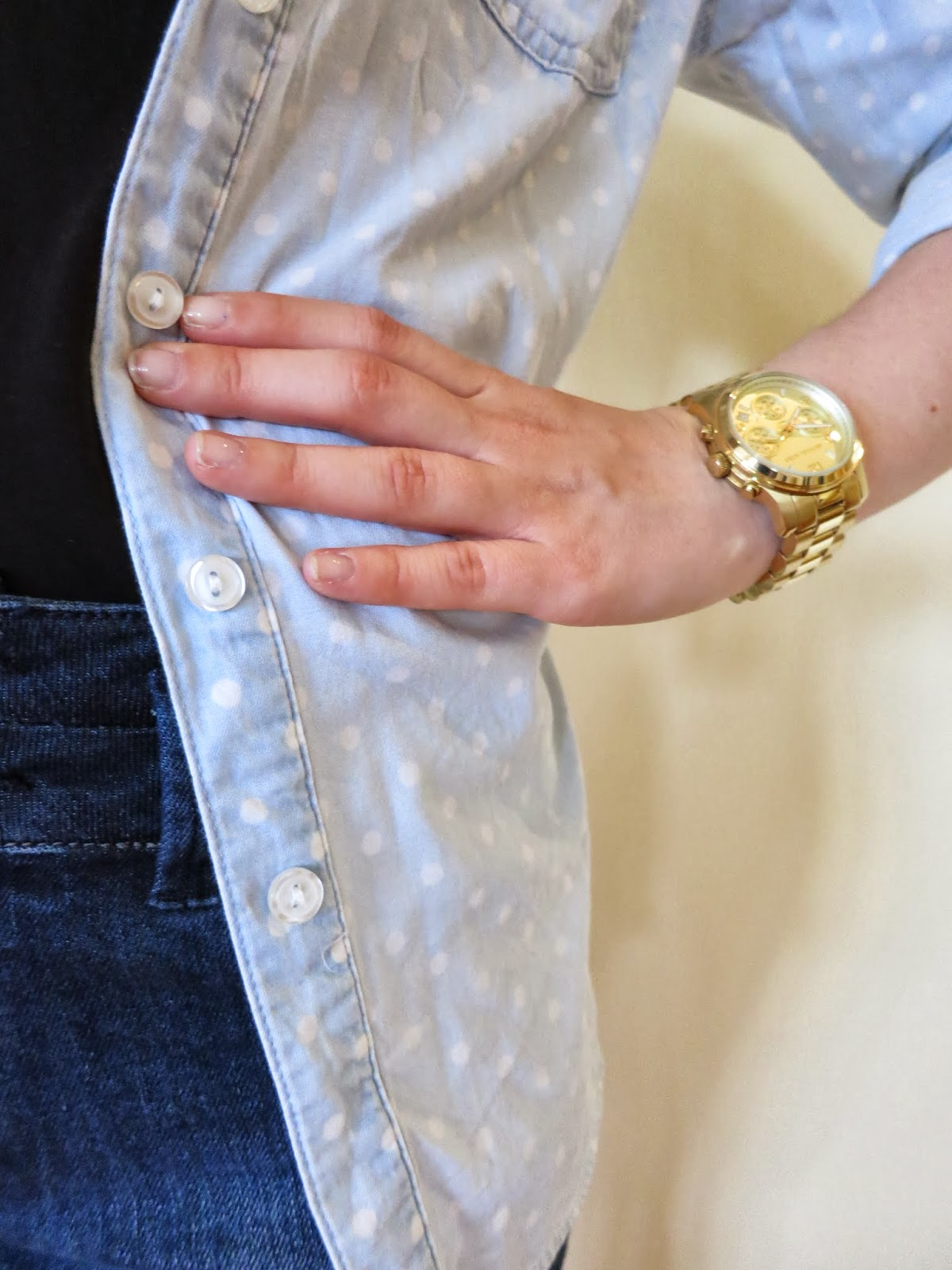 petite outfit, college outfit, university outfit, petite girl outfit, high waisted shorts, chambray shirt, gold michael kors watch
