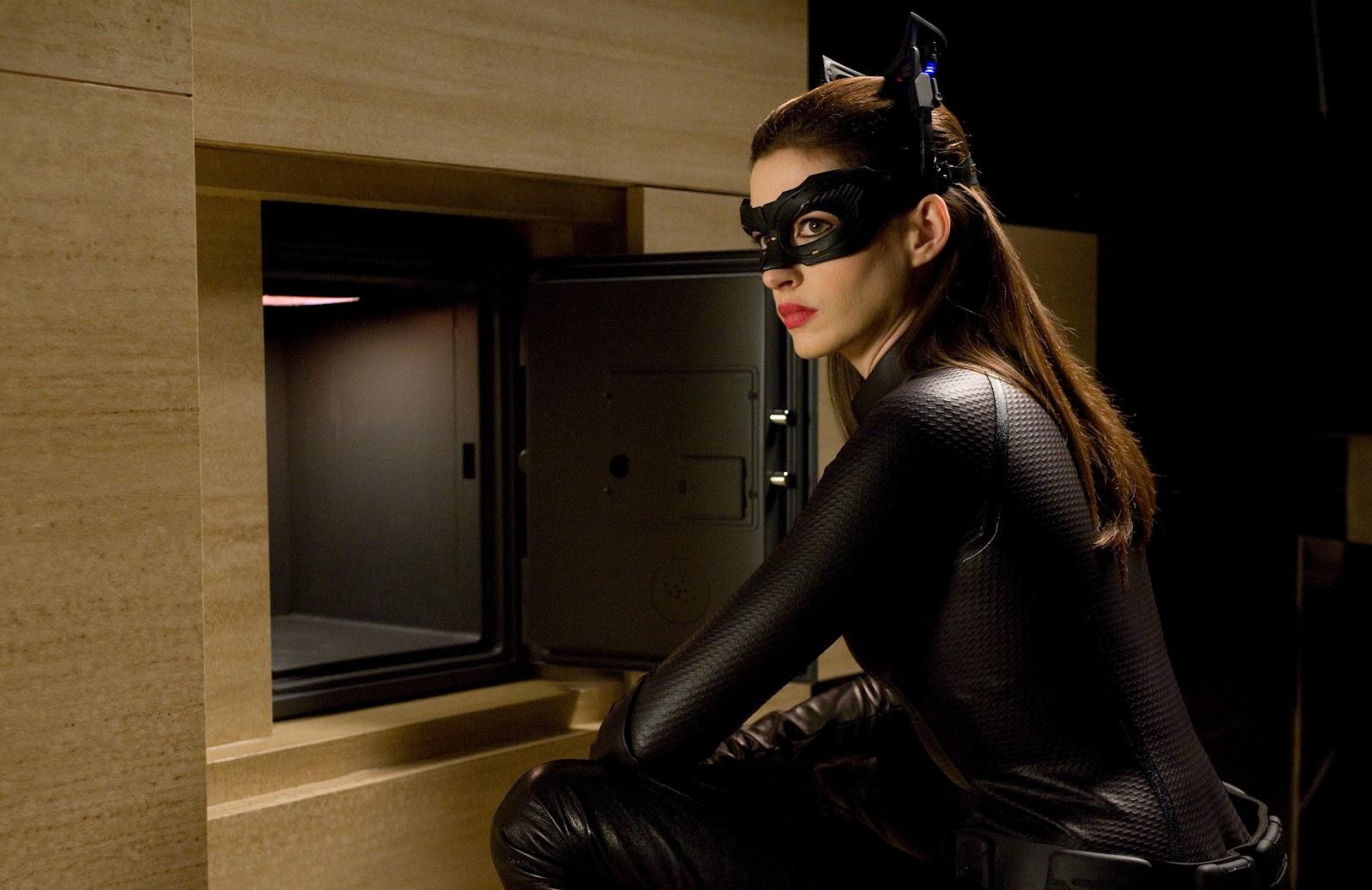 http://2.bp.blogspot.com/-abwivxNvgtQ/UEoPbjbFF6I/AAAAAAAACU4/OQU7UcJZsNY/s1600/Dark+Knight+Rises+Anne+Hathaway+is+sexy+as+Catwoman.jpg