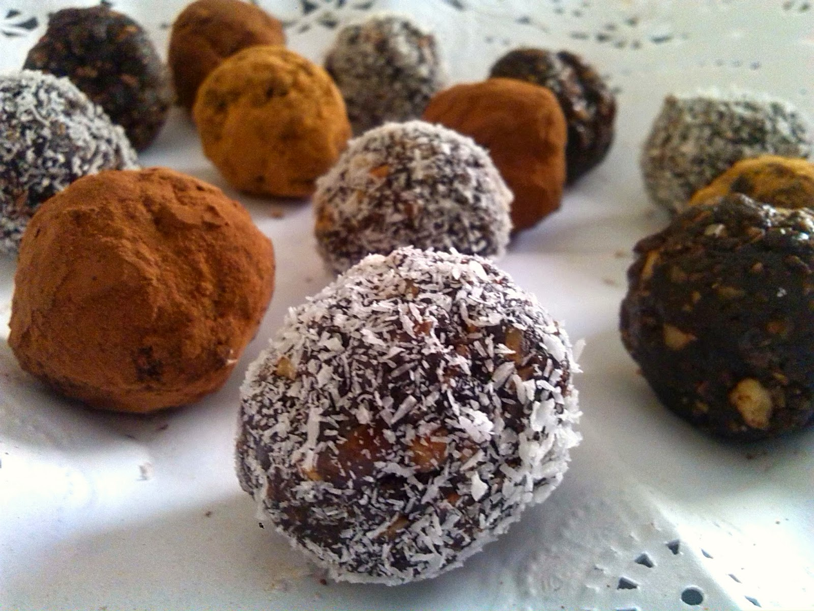 Trufas de chocolate fáciles y crudiveganas sin azúcar