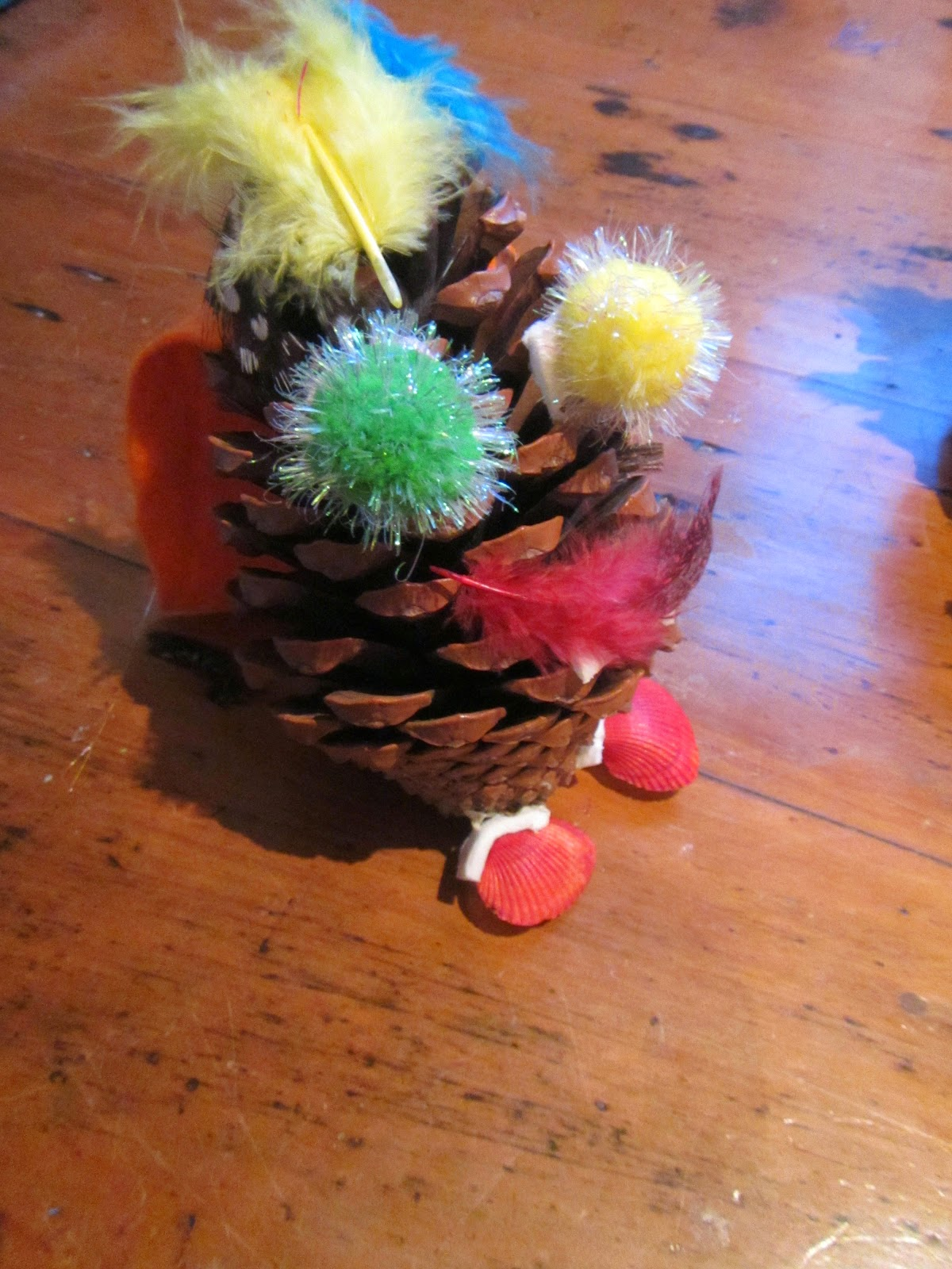 Crafty little people pine cone crafts for Pine cone art projects