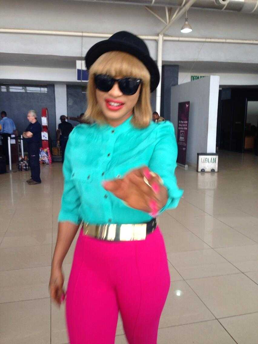 Gist Metro: Tonto Dikeh's 'Notice Me' Outfit at The Airport