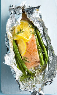 oven baked salmon and asparagus parcels
