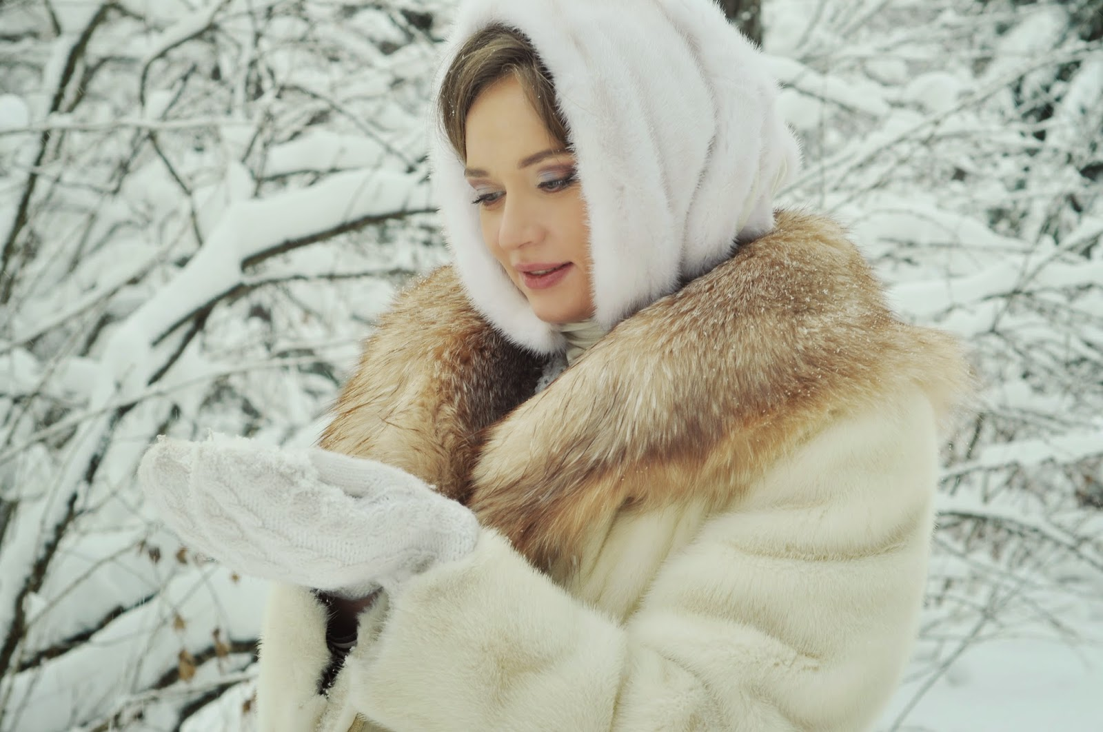 Русская красавица на троих 4 фотография