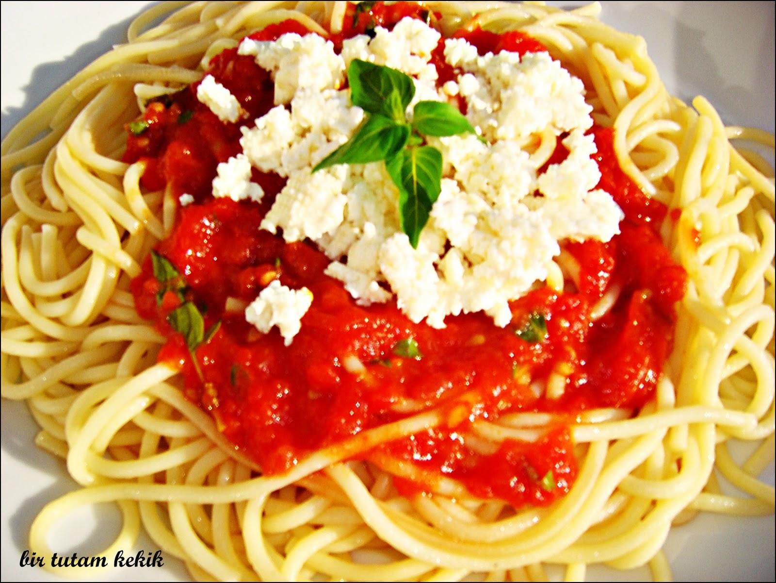 Domatesli Spagetti Tarifi