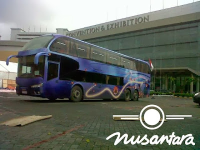 Bus semi double decker Nusantara
