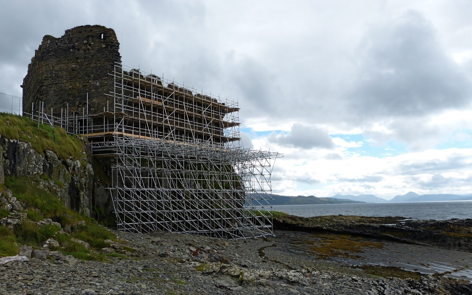 mingary castle the biggest scaffolding job in scotland i was down at the site this morning mostly to admire the scaffolding it s an incredible job rising like some sort of science fiction creeping vine