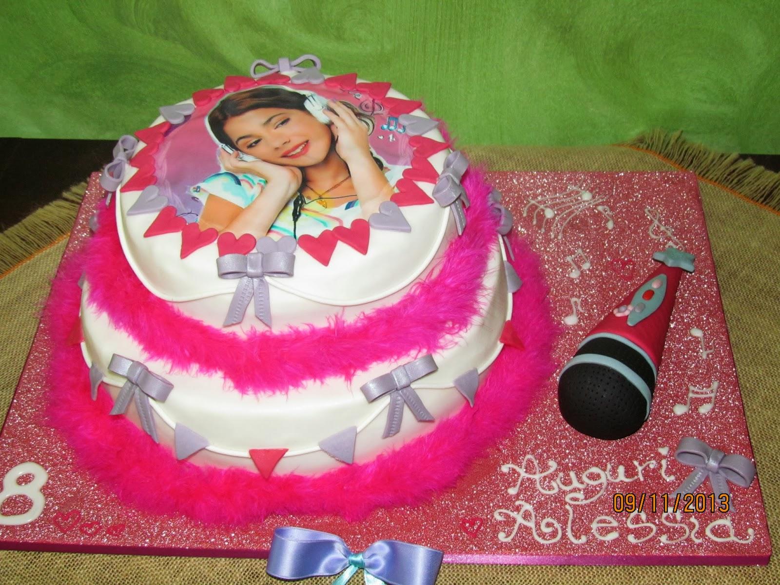 Torta Cake Design Violetta : Torta Violetta in pasta di zucchero con microfono
