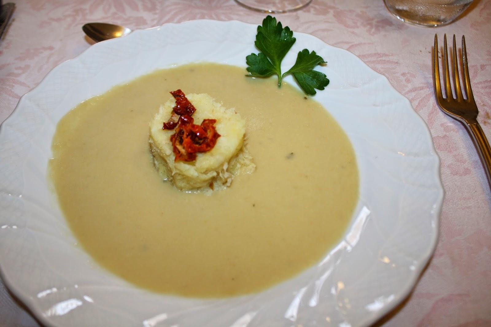 baccalà e patate su crema di ceci