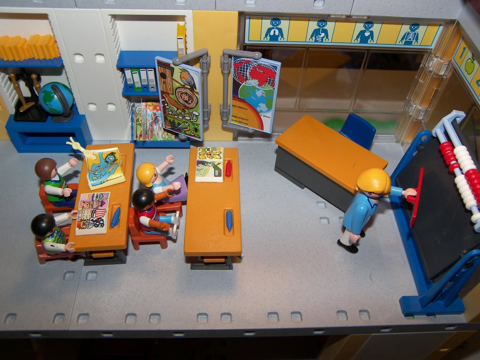 requinville ville de playmobil 2011 09 04. Black Bedroom Furniture Sets. Home Design Ideas