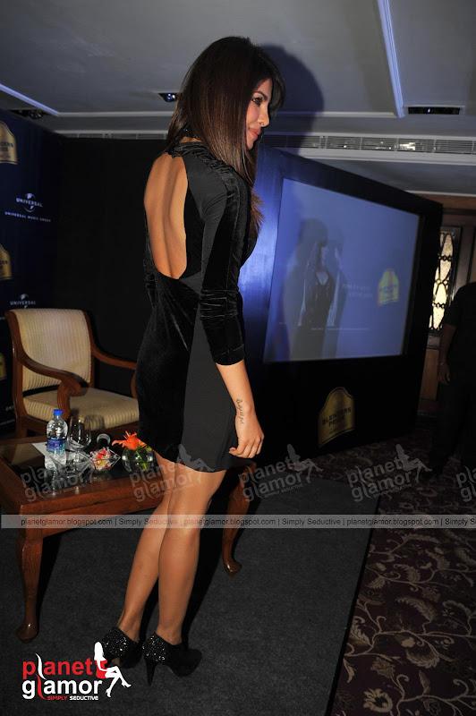 Priyanka Chopra flaunts her Sexy Back. title=
