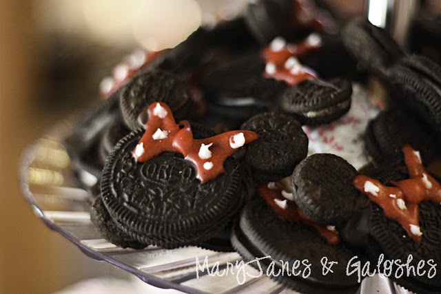 ... Cooks will show you how to make Mickey Mouse Oreos to go with them
