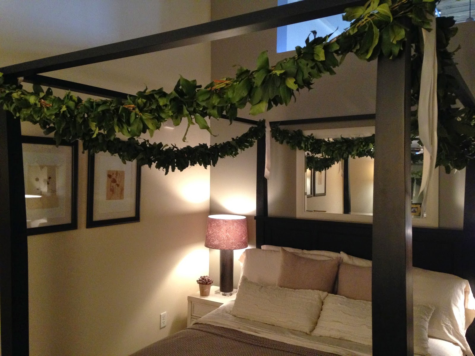 les fleurs : loft bedroom : 4 poster bed : garland on bed : laurel garland : christmas decorating