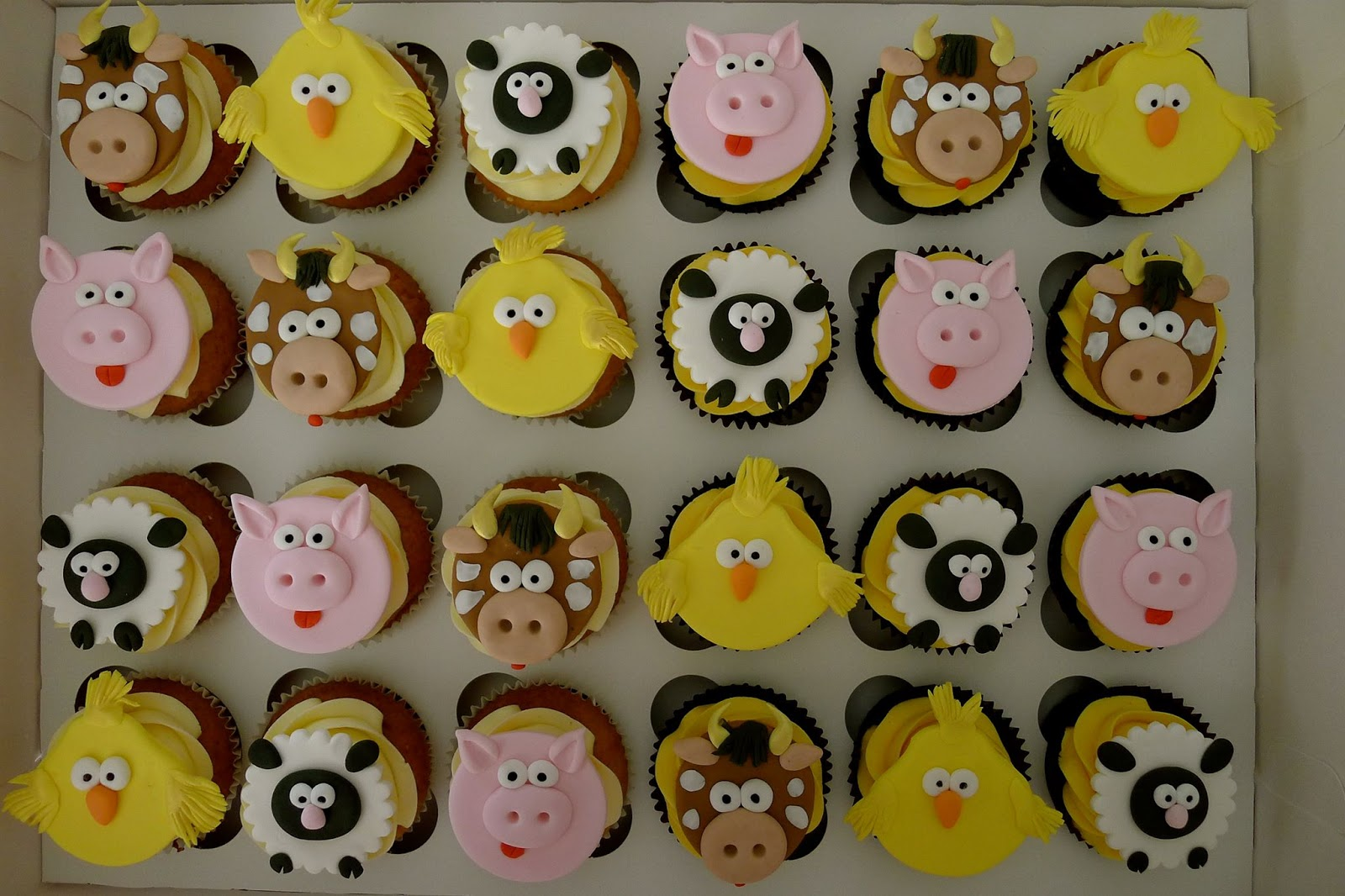 Sandra also asked me to do Minnie Mouse themed mini cupcakes for her ...