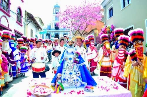 Más de 3 mil chunchos acompañan la procesión del patrono San Roque