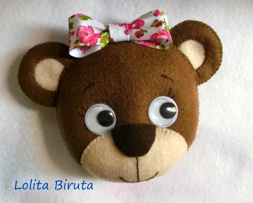 Ursinha de feltro com olho móvel
