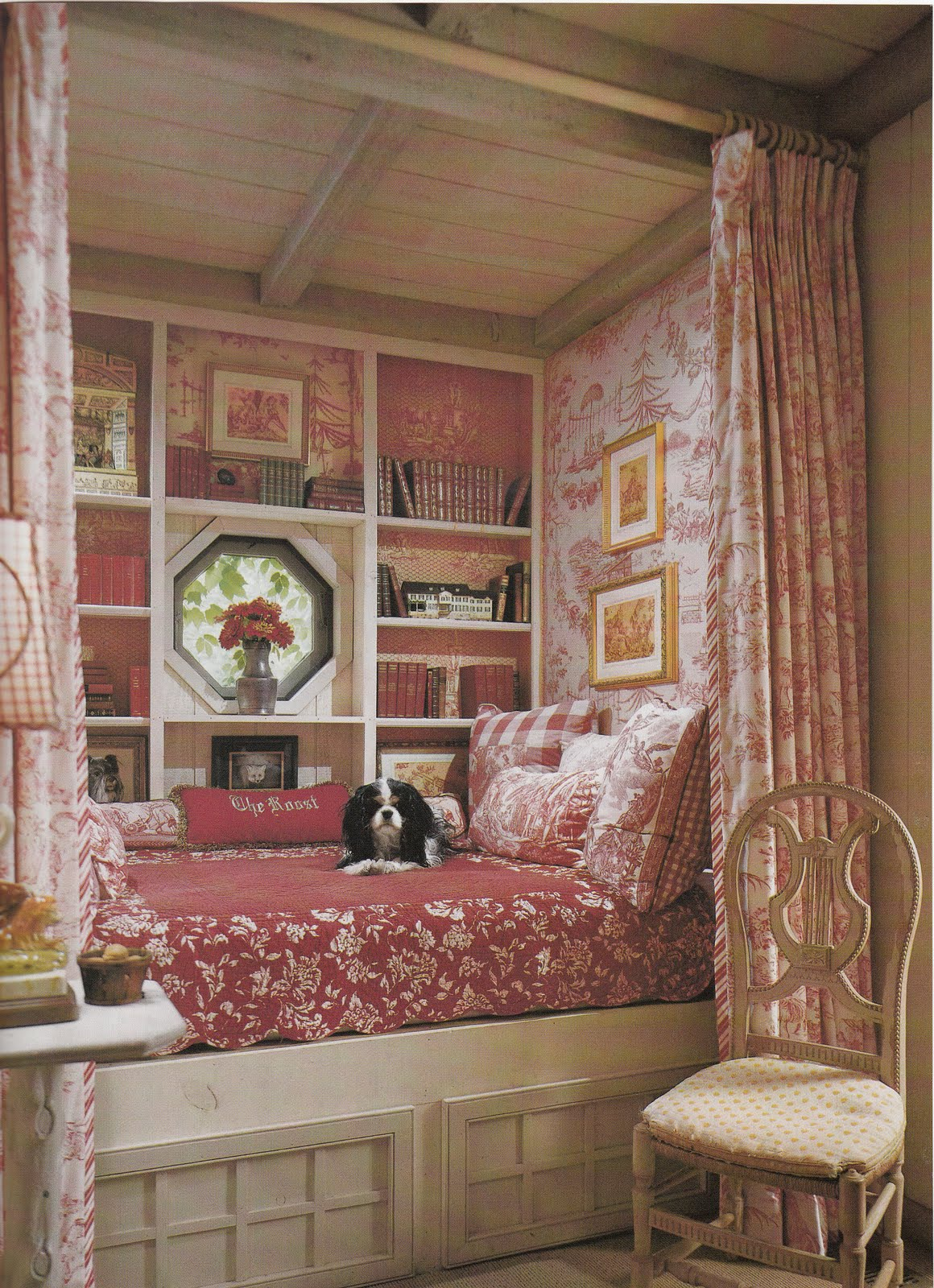 how much more inviting could this bed nook be for a guest or a dog