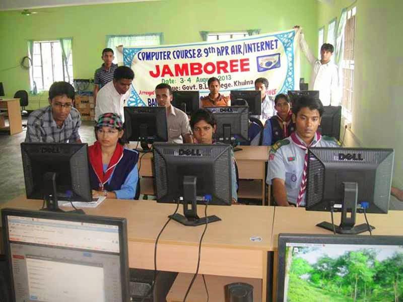 Pramuka Bangladesh mengikuti APR Air/Internet Jambore 2013
