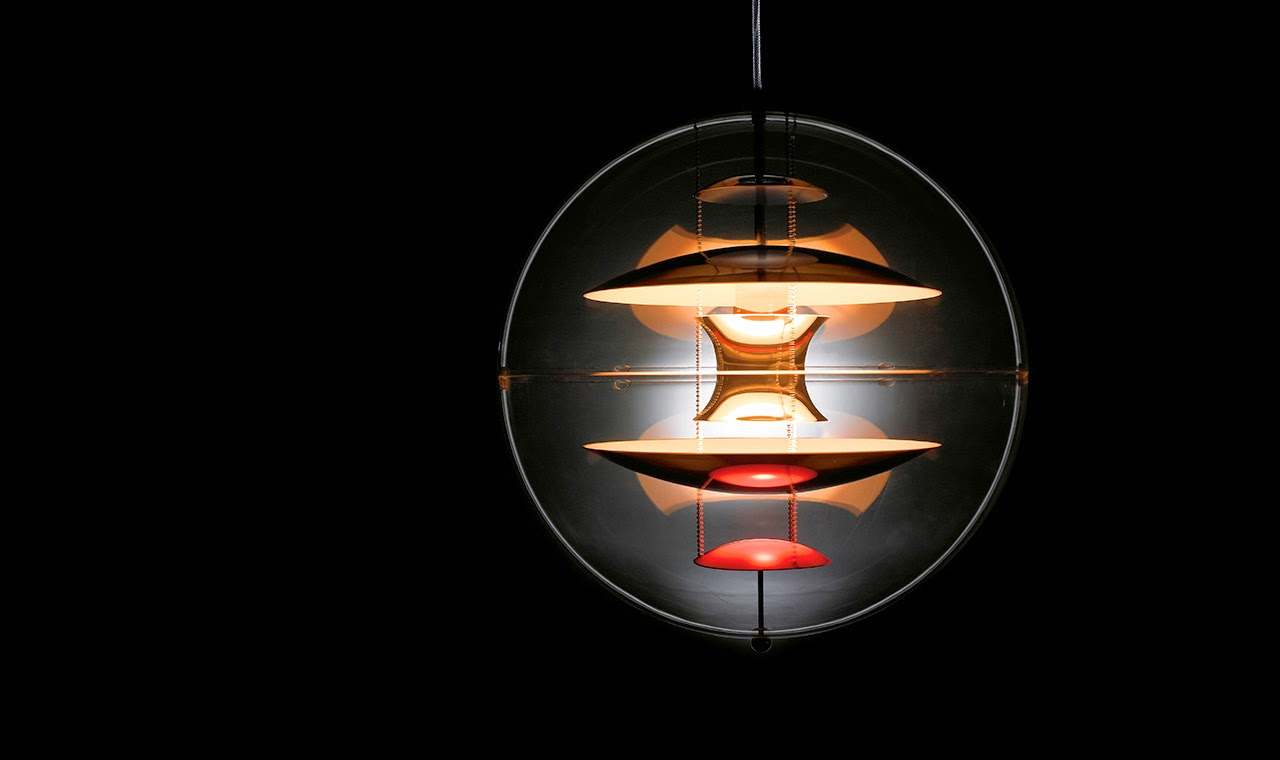 VP Globe hanging light By Verpan