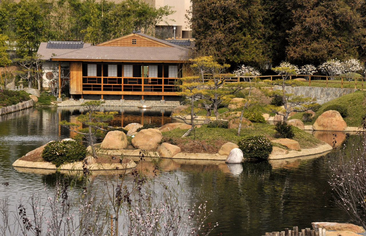 Japanese zen garden japanese tea house for Japanese garden architecture