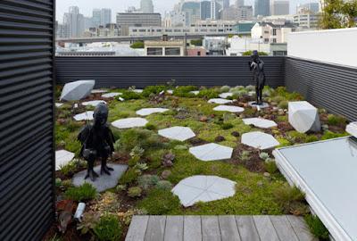 foto 5 jardin creativo en la azotea con estatuas y formas geometricas
