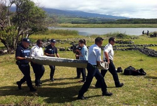 GEMPAR! Serpihan Ditemui Di Pulau Reunion Kemungkinan Milik Pesawat MH370