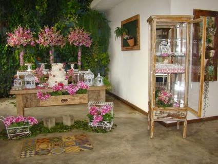 Mesa de bolo+armário lembrançinhas