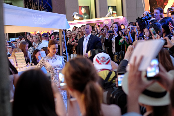 Miranda Kerr VFNO Martin Place with a crowd of fans. Photography by Kent Johnson.