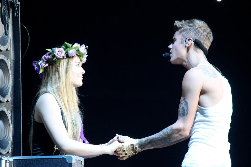 Justin+Bieber+Performing+One+Less+Lonely+Girl(June+25)++(1).jpg