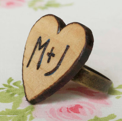 http://maizehutton.blogspot.ru/2012/01/woodburned-heart-ring-diy.html