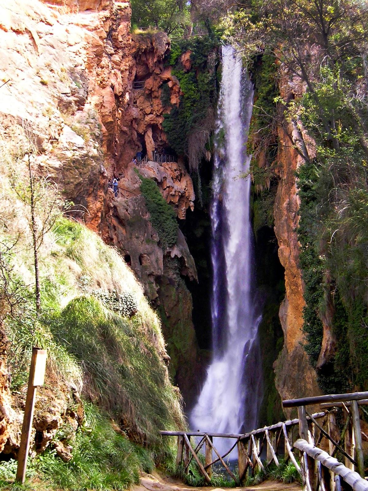 Turiscapadas parque natural y monasterio de piedra for Cascadas de piedra