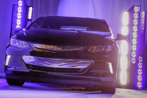 Sneak Peak of 2016 Chevrolet Volt at 2015 CES