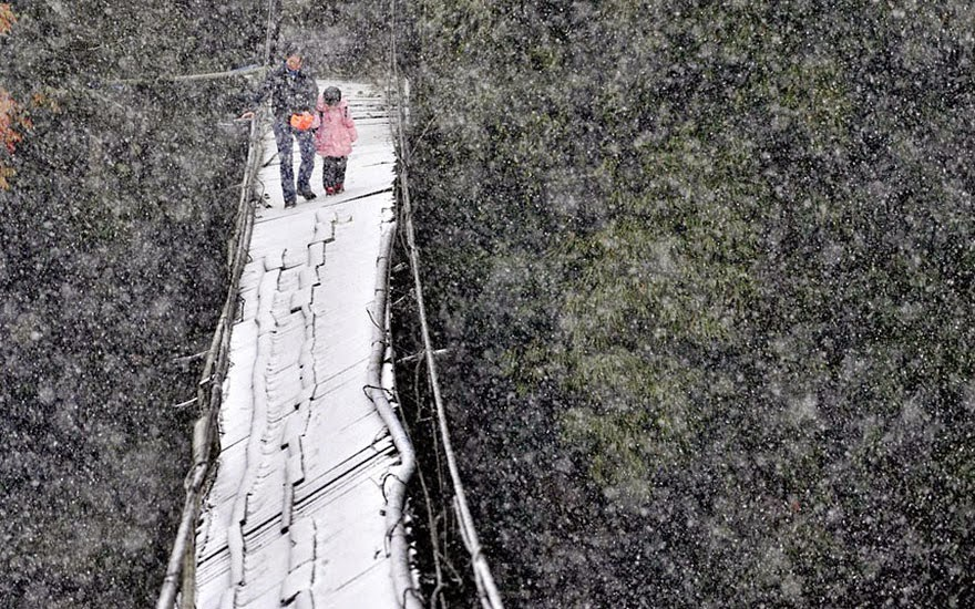 20 Of The Most Dangerous And Unusual Journeys To School In The World - Sichuan Province, China