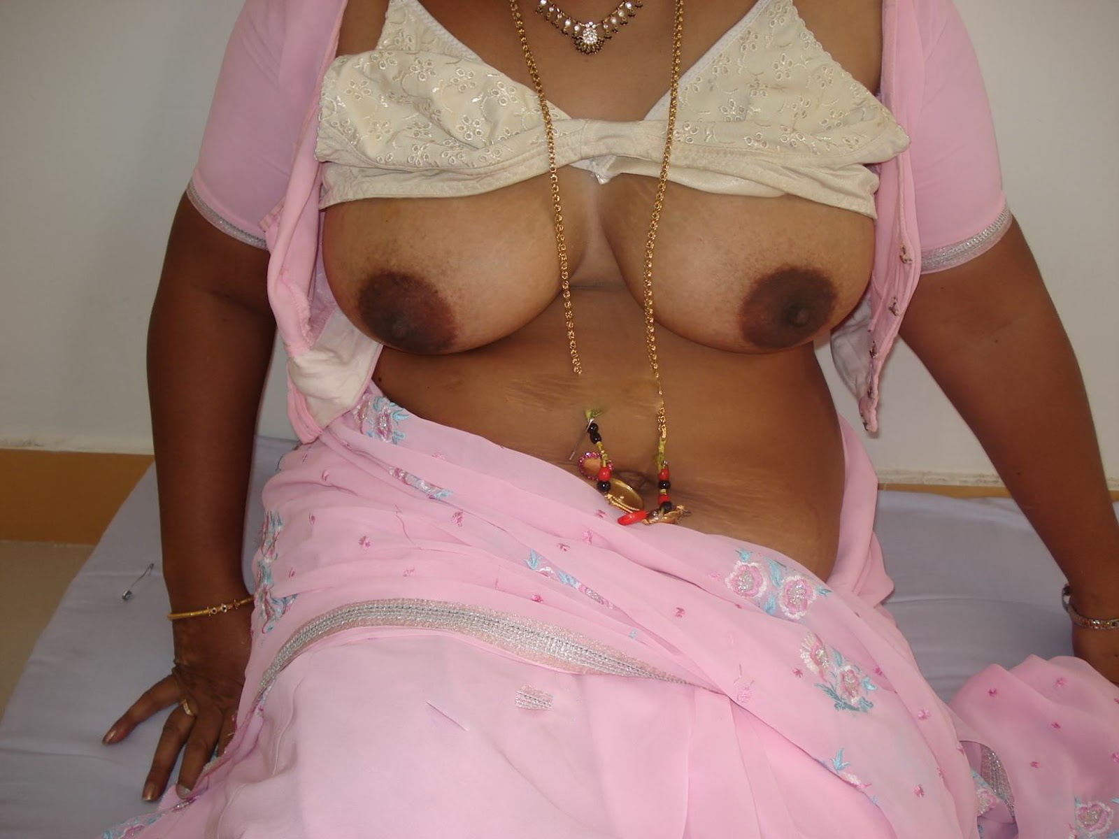 Desi Aunty Removing Bra N Showing Big Boobs
