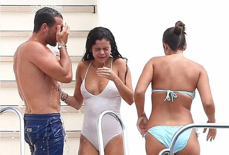 Selena Gomez No Bra Leaked Photos