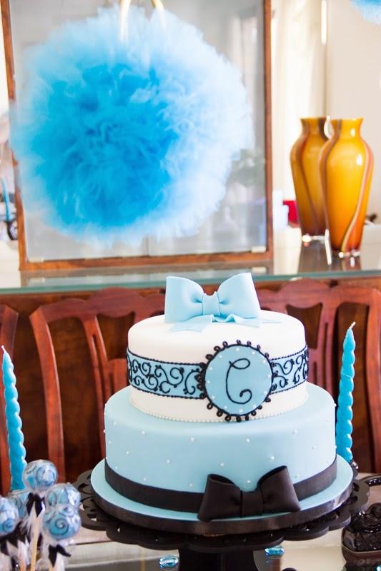 Decoração completa de festa de aniversário adulto - Detalhe bolo falso