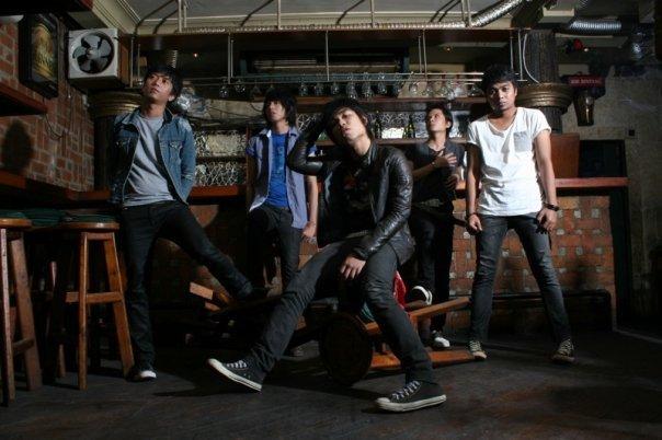 Armada Hargai Aku Lyrics - YouTube