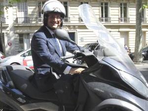 Presiden Yang Tak Punya Mobil, Hanya Skuter [ www.BlogApaAja.com ]