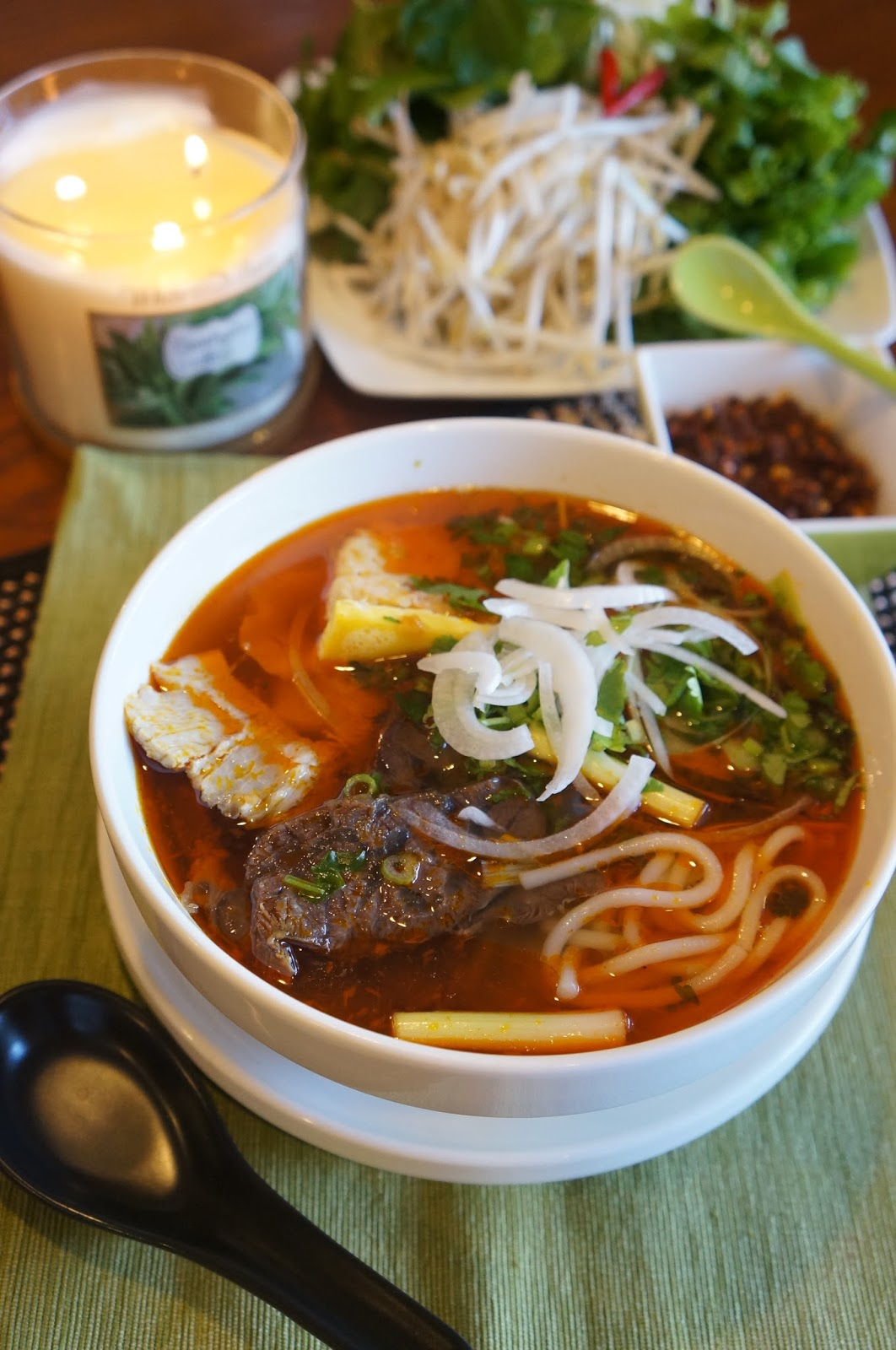 Gourmet by Kat: Bun Bo Hue (Hue style spicy Beef noodle)
