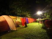 Camping dengan tenda