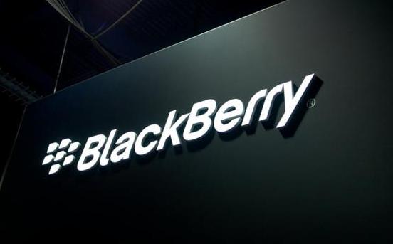 BlackBerry Ltd reportó el viernes una pérdida trimestral mucho menor a lo esperado, y señaló que se concentraría en el crecimiento y las inversiones de la compañía. Tras la divulgación de sus resultados, las acciones de BlackBerry trepaban cerca de un 5 por ciento. La firma, con base en Waterloo, Ontario, reportó una pérdida neta de 207 millones de dólares o de 39 centavos por papel, para su segundo trimestre fiscal que terminó el 30 de agosto. El resultado trimestral se compara con la pérdida del mismo período del año previo, de 965 millones de dólares o 1,84 dólares por