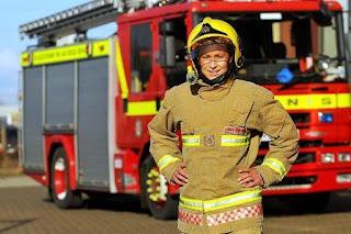 """أقوي رجل اطفاء في العالم """" امرأه"""""""